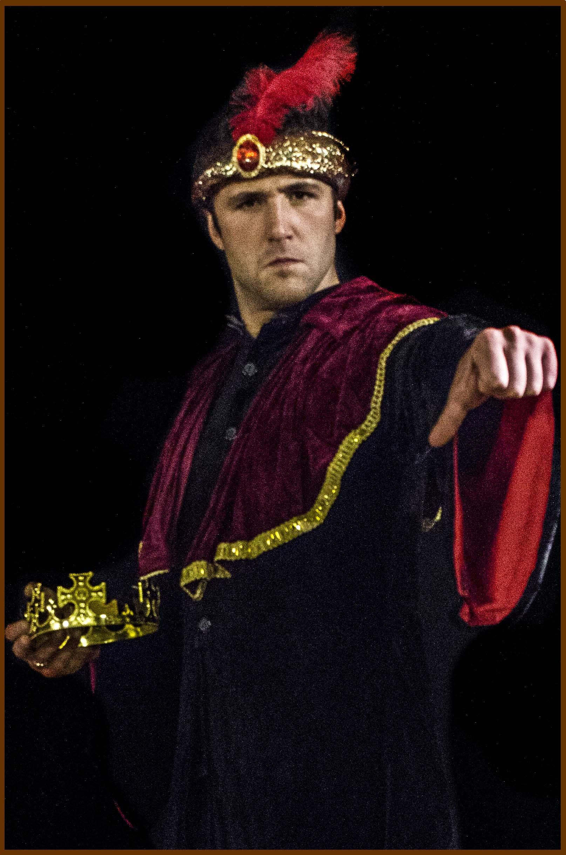 rey con corona